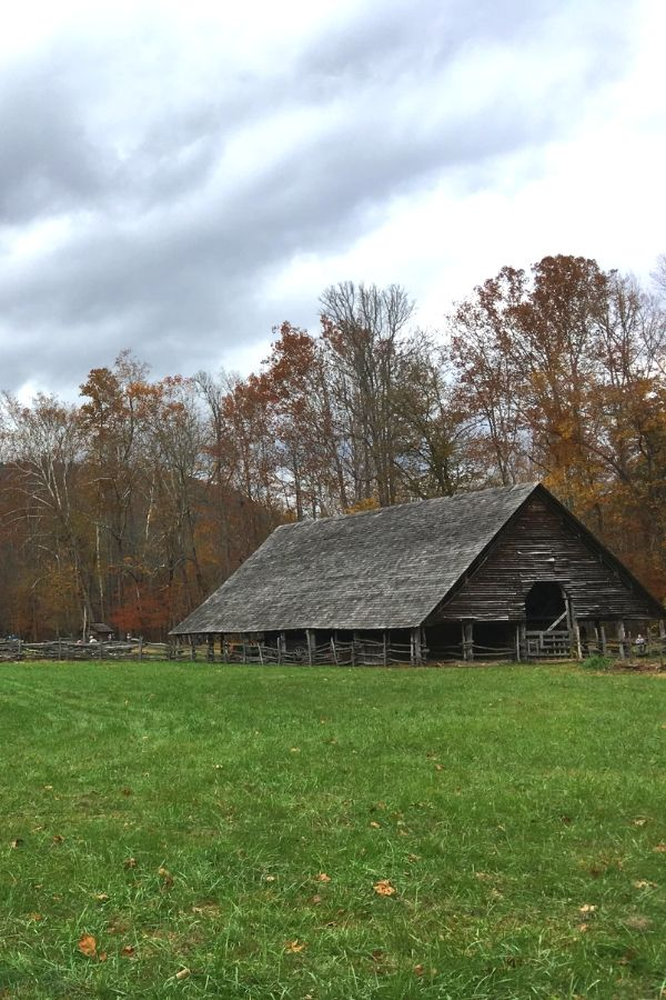 Oconaluftee Visitors Center and the Mountain Farm Museum