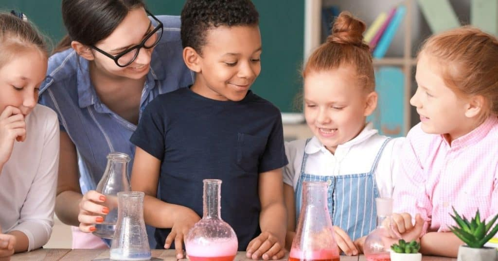 boys and grils in a science class respresenting Maryville TN homeschool co-ops